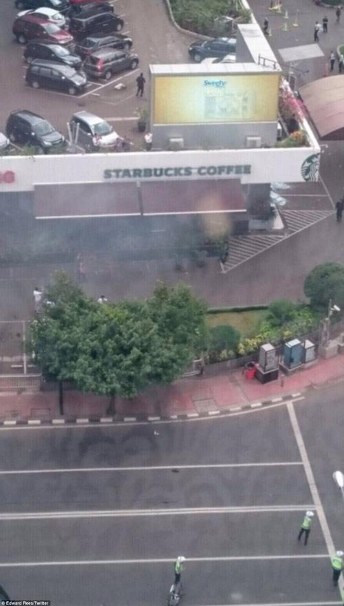 Hiện trường 7 vụ nổ rung chuyển trung tâm thủ đô Indonesia - 14