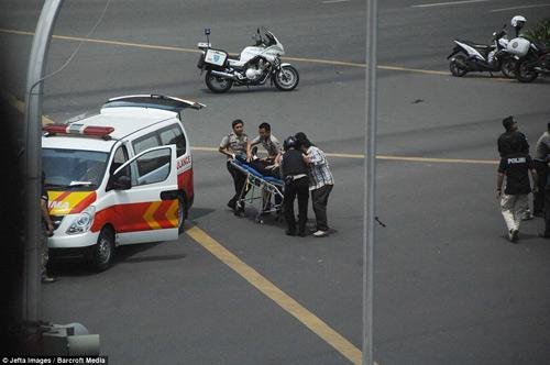 Hiện trường 7 vụ nổ rung chuyển trung tâm thủ đô Indonesia - 3