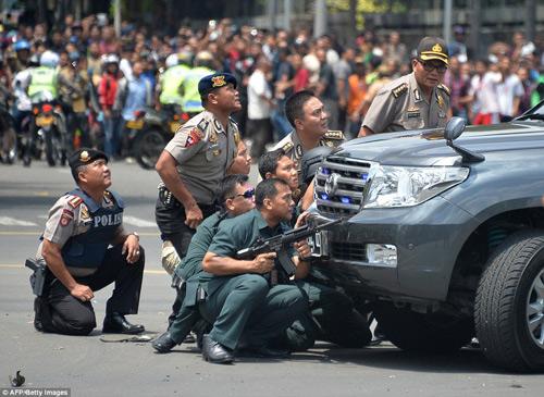 Hiện trường 7 vụ nổ rung chuyển trung tâm thủ đô Indonesia - 4
