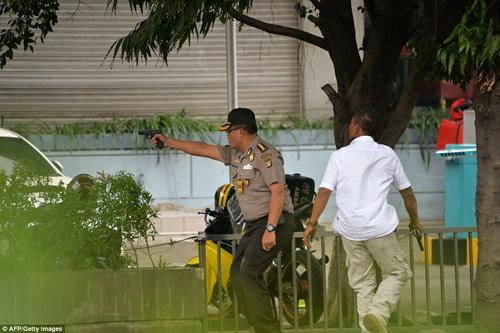 Hiện trường 7 vụ nổ rung chuyển trung tâm thủ đô Indonesia - 6