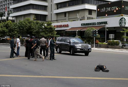 Hiện trường 7 vụ nổ rung chuyển trung tâm thủ đô Indonesia - 7