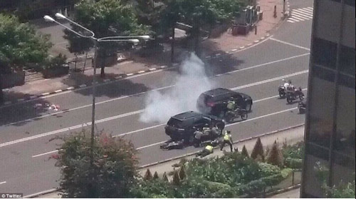Hiện trường 7 vụ nổ rung chuyển trung tâm thủ đô Indonesia - 8