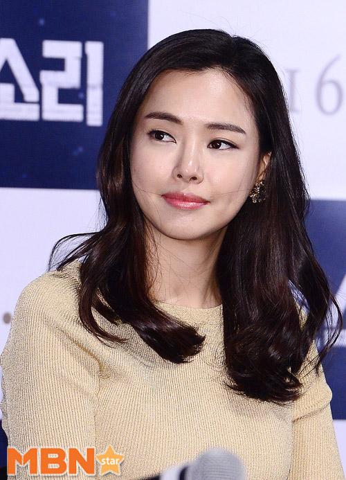 """Ở tuổi 21, """"bà nội Hàn"""" già dặn hơn đàn chị tuổi 32-3"""