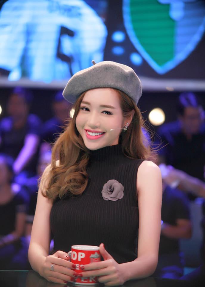 """Elly Trần khiến fan """"sốc"""" vì trẻ như thiếu nữ 18-4"""