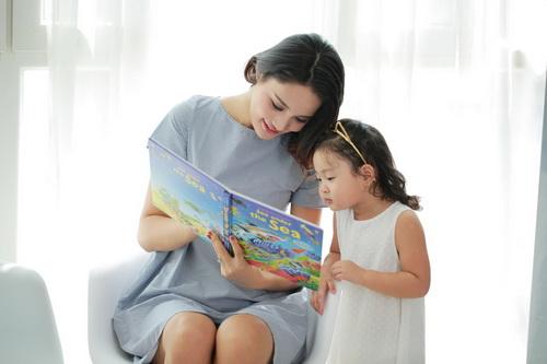 """Con gái HH Hương Giang mới 3 tuổi đã """"đảm đang""""-1"""