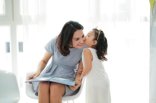 """Con gái HH Hương Giang mới 3 tuổi đã """"đảm đang""""-2"""
