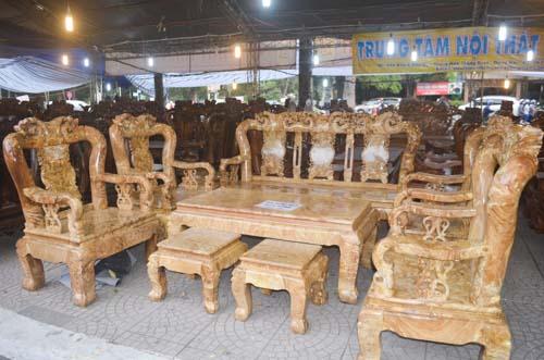 Tượng khỉ bằng gỗ thu hút người dân TP.HCM dịp Tết-5