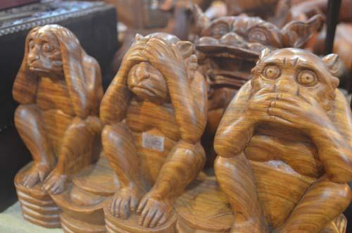 Tượng khỉ bằng gỗ thu hút người dân TP.HCM dịp Tết-10
