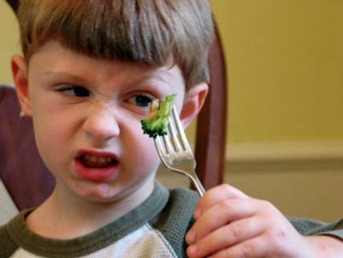 """""""Câu thần chú"""" giúp mẹ Tây chấm dứt tật lười ăn ở con-1"""