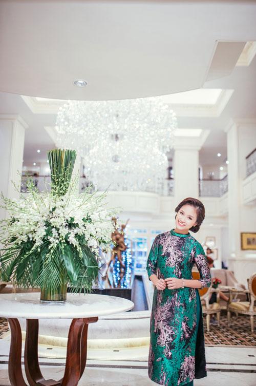 Con trai Vân Hugo diện áo dài chụp ảnh với mẹ-10