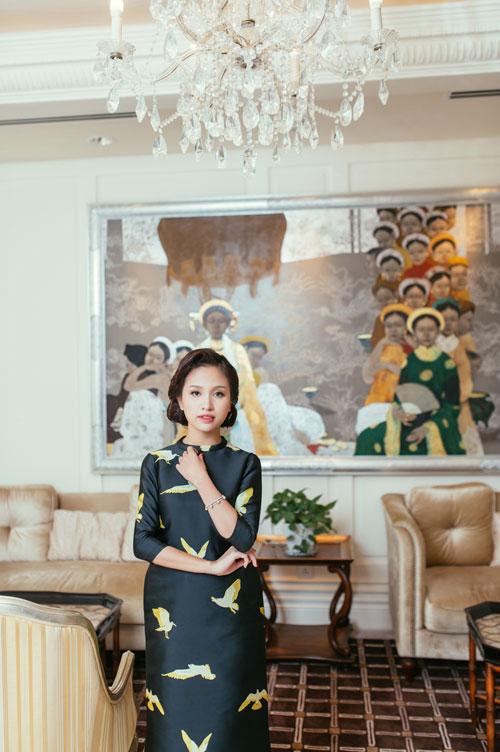 Con trai Vân Hugo diện áo dài chụp ảnh với mẹ-5