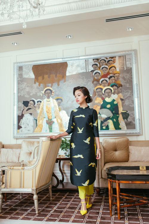 Con trai Vân Hugo diện áo dài chụp ảnh với mẹ-6