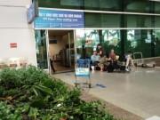 Tin trong nước - Người nước ngoài rơi từ tầng 2 sân bay Tân Sơn Nhất