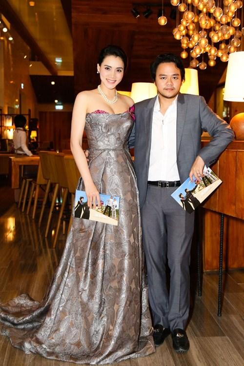 Chồng đại gia tháp tùng Trang Nhung đi sự kiện trước đám cưới-1
