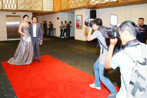 Chồng đại gia tháp tùng Trang Nhung đi sự kiện trước đám cưới-2