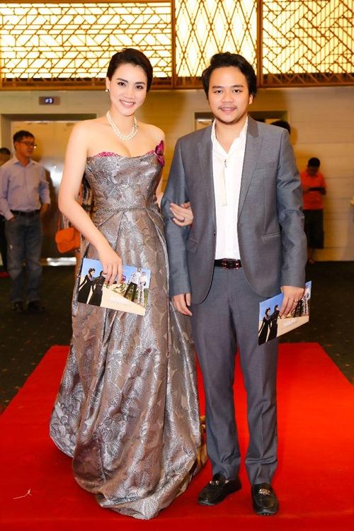 Chồng đại gia tháp tùng Trang Nhung đi sự kiện trước đám cưới-3