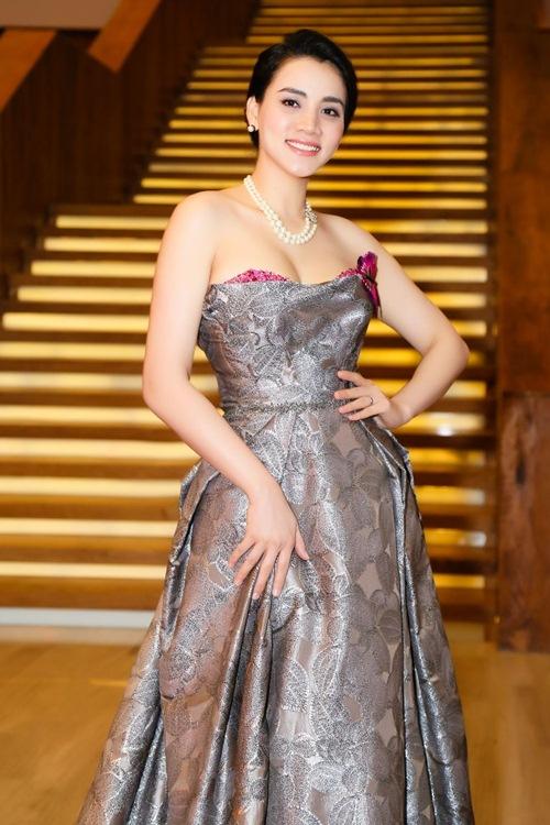Chồng đại gia tháp tùng Trang Nhung đi sự kiện trước đám cưới-5
