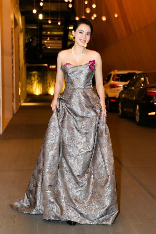 Chồng đại gia tháp tùng Trang Nhung đi sự kiện trước đám cưới-7