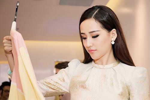 HH Mai Phương Thúy trẻ trung đi mua sắm ngày cuối tuần-4