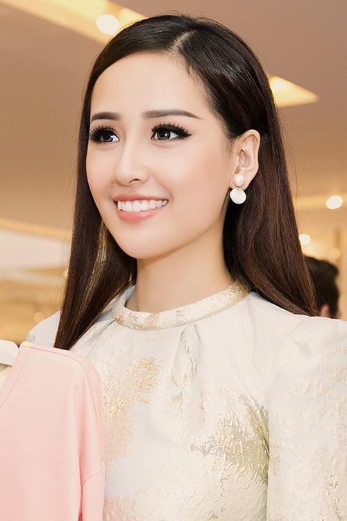 HH Mai Phương Thúy trẻ trung đi mua sắm ngày cuối tuần-5