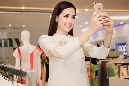 HH Mai Phương Thúy trẻ trung đi mua sắm ngày cuối tuần-9