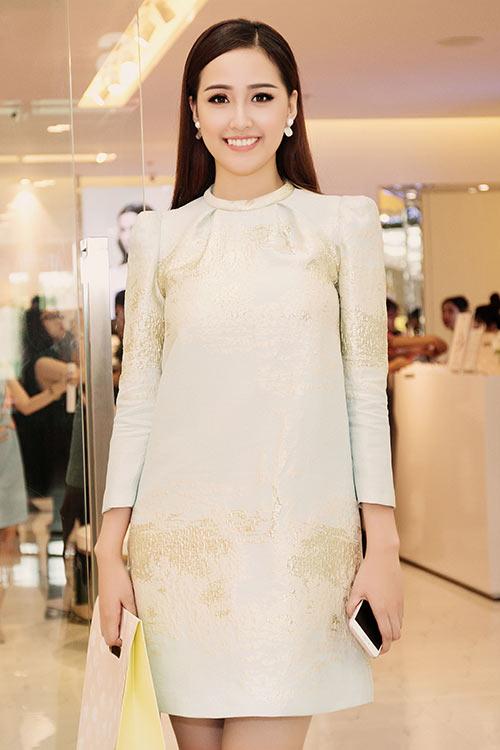 HH Mai Phương Thúy trẻ trung đi mua sắm ngày cuối tuần-1