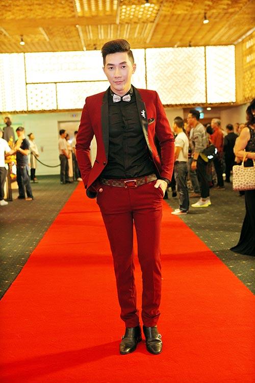 Nam Phong gây sốc khi mua áo dài 300 triệu-2