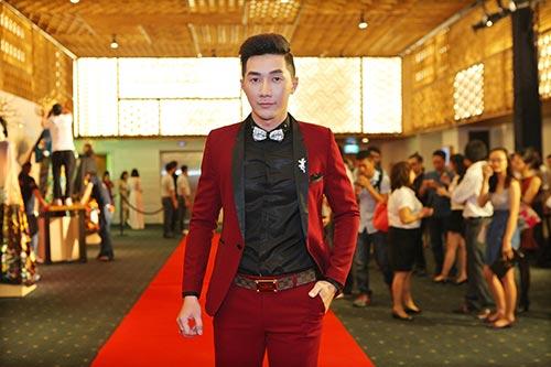 Nam Phong gây sốc khi mua áo dài 300 triệu-1