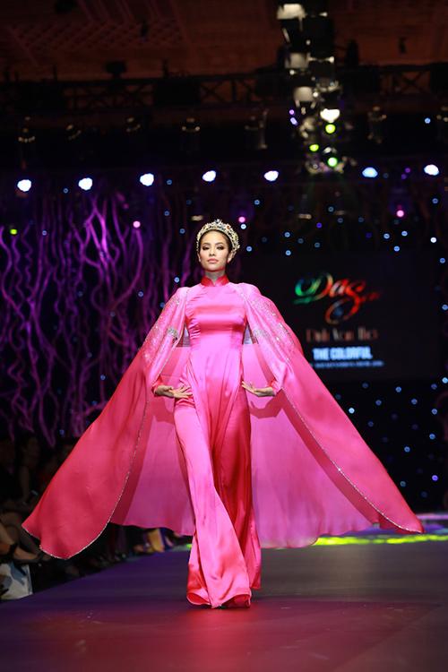lan khue, pham huong xung xinh ao dai da sac - 8