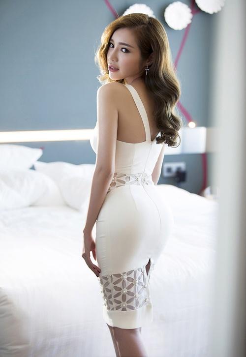 elly tran khoe duong cong dang ghen ti chi 1 thang sau sinh - 11