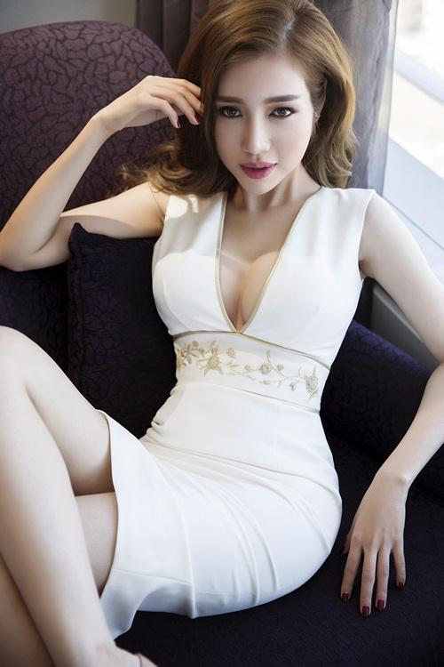 elly tran khoe duong cong dang ghen ti chi 1 thang sau sinh - 5