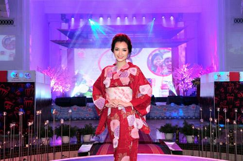 kieu nu viet thich thu dien kimono tai da tiec hoa anh dao - 4