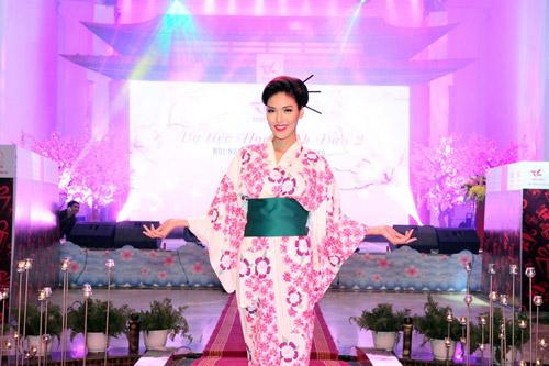 kieu nu viet thich thu dien kimono tai da tiec hoa anh dao - 5