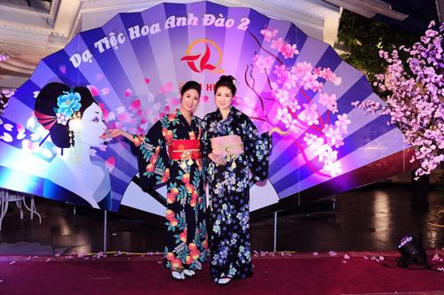 kieu nu viet thich thu dien kimono tai da tiec hoa anh dao - 8