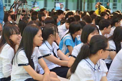 500 học sinh tp.hcm duọc tu ván tuyẻn sinh dh sáng nay - 4