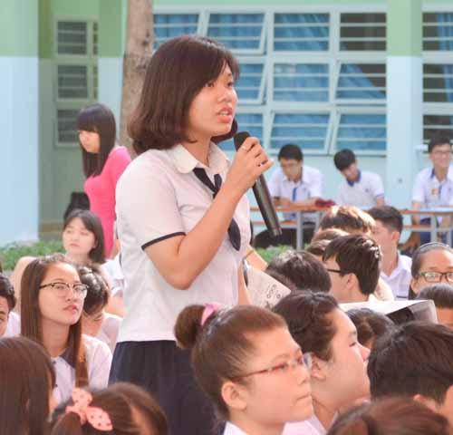 500 học sinh tp.hcm duọc tu ván tuyẻn sinh dh sáng nay - 16