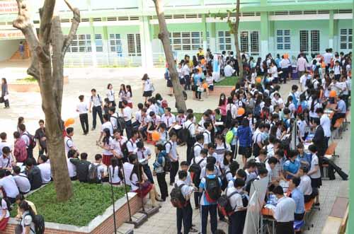 500 học sinh tp.hcm duọc tu ván tuyẻn sinh dh sáng nay - 20