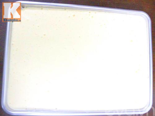 Hấp dẫn với bánh bông lan cuộn dâu tây-5