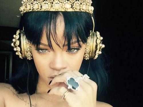 Tai nghe 200 triệu giống Rihanna gây sốt-1
