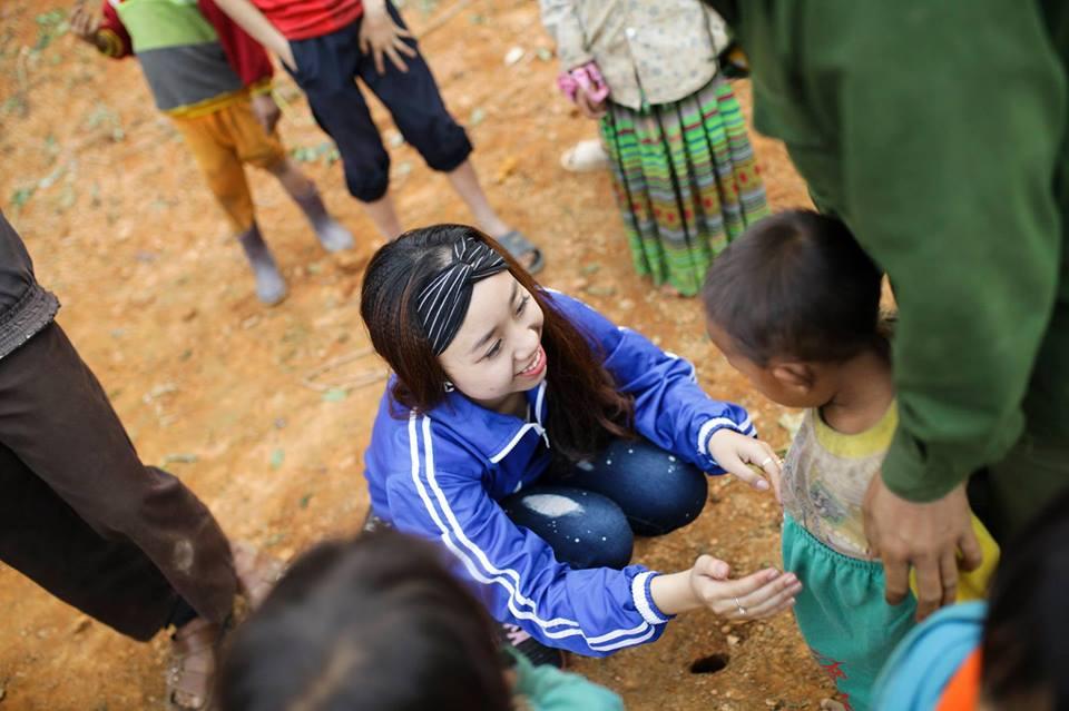"su that be vung cao co khuon mat thien than duoc ""san lung"" - 11"