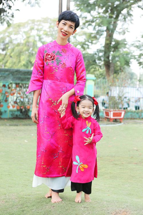 xuan lan, thuy hanh, than thuy ha sac so ao dai ben cac con - 2