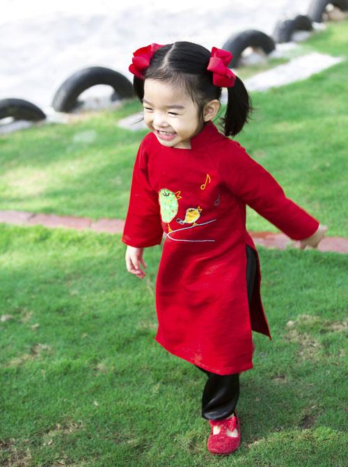 xuan lan, thuy hanh, than thuy ha sac so ao dai ben cac con - 5
