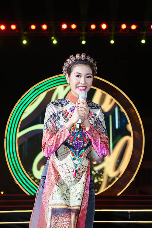 a hau thuy van va mc manh cuong don tet cung cong nhan - 2