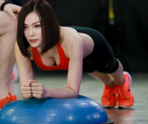 thu thuy cham chi tap gym de giu dang don tet - 7