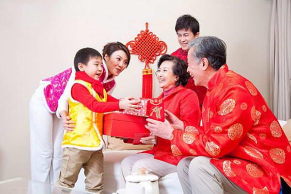 chon tuoi xong nha cho tuoi khac nam binh than - 1