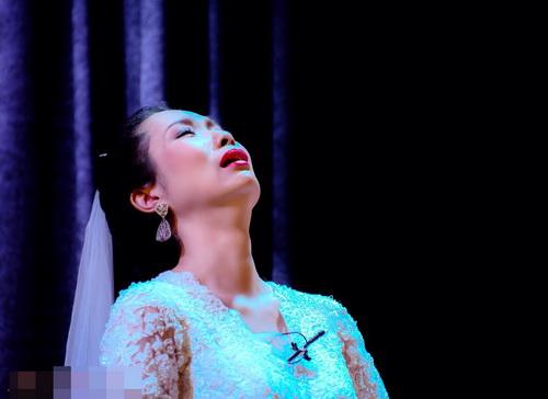 trinh kim chi khoc sung mat vi kich dong tinh - 4
