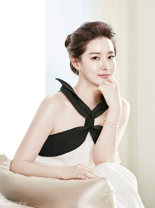 45 tuoi, lee young ae van dep mong manh, thanh khiet - 1