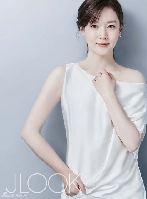 45 tuoi, lee young ae van dep mong manh, thanh khiet - 5