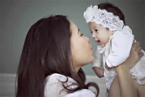 """Con gái Hà Kiều Anh 3 tháng tuổi """"trổ tài"""" làm mẫu nhí-2"""