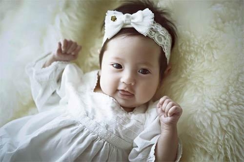 """Con gái Hà Kiều Anh 3 tháng tuổi """"trổ tài"""" làm mẫu nhí-4"""
